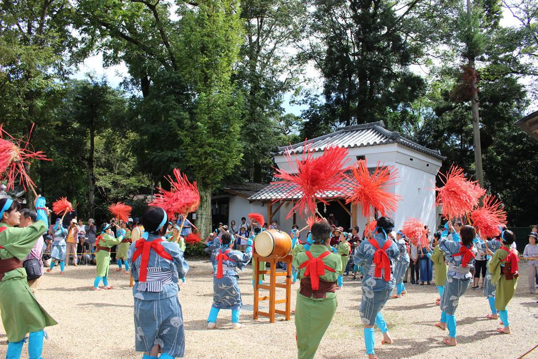 秋の大祭 紅しで踊り奉納
