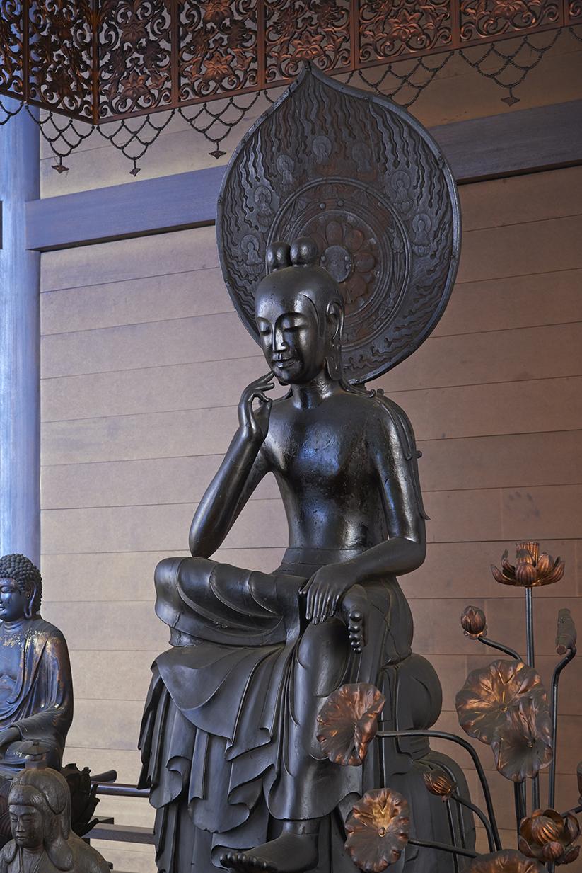 菩薩半跏像(如意輪観世音菩薩)[国宝]