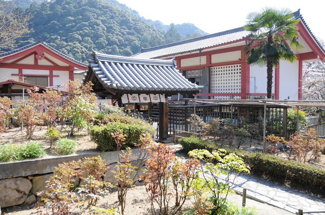 宗宝蔵外観 写真:長谷寺