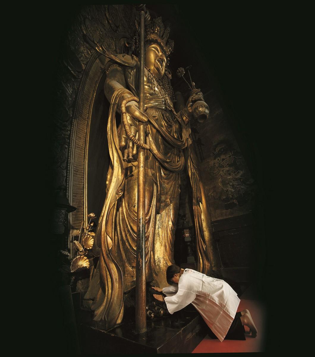 (本尊)十一面観世音菩薩立像 (重文) 写真:長谷寺