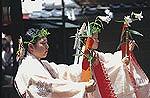 三枝祭(ゆりまつり)