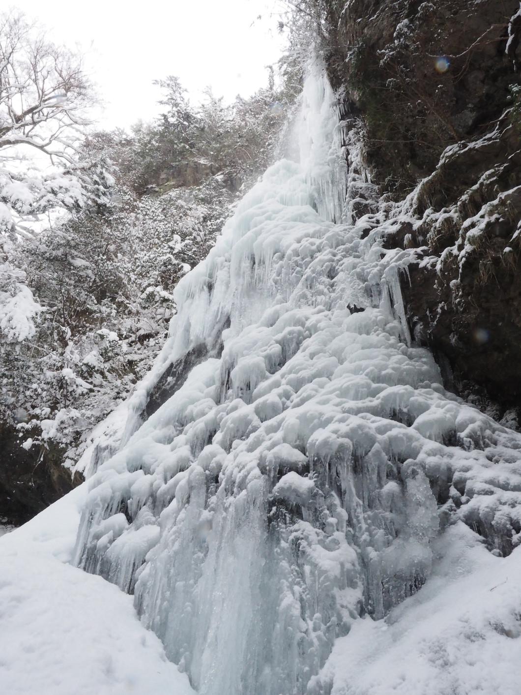 自然がつくる氷の芸術 「御船の滝」氷瀑ツアー
