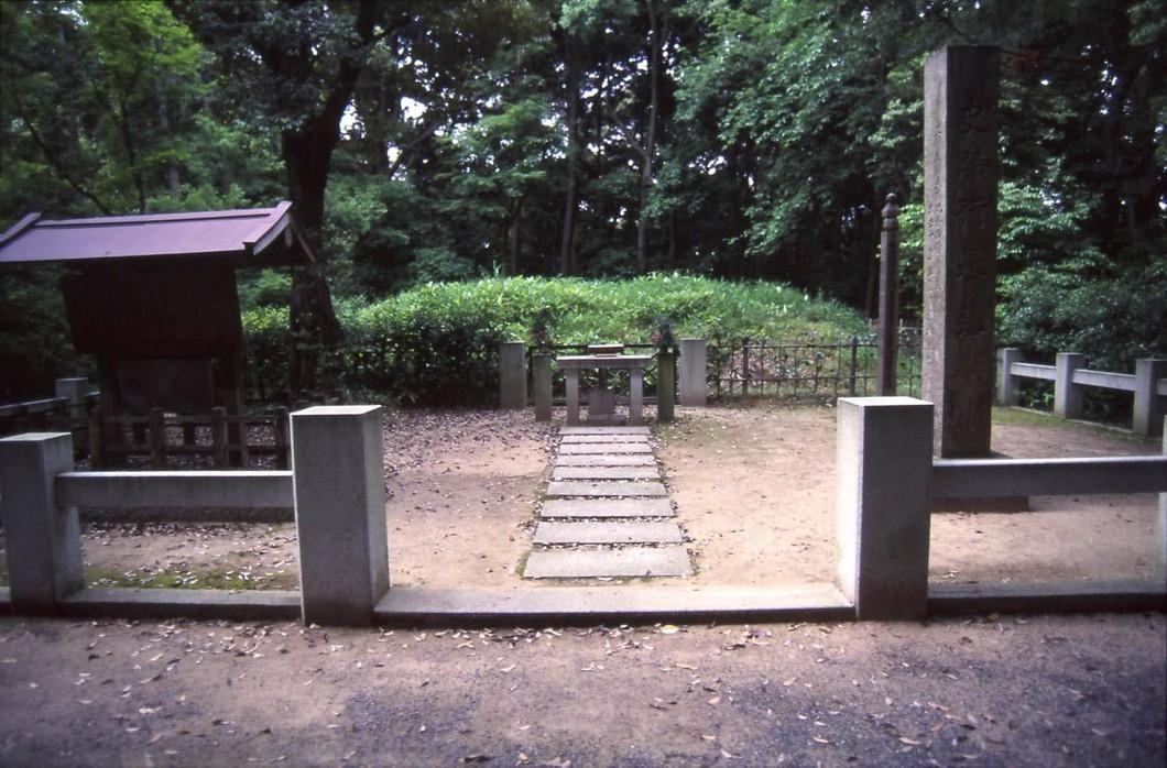 大仏建立に貢献した行基菩薩が眠る寺