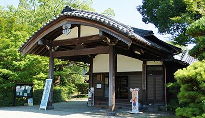 柳澤家歴代藩主の貴重な資料を展示する柳沢文庫