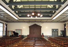 2階の講堂。近代建築の美しさを堪能できる