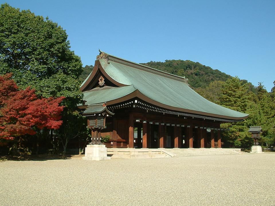 「橿原神宮 朝拝体験ツアー ~神域の森で癒されよう! ガイドと行くかしはら朝さんぽ~」