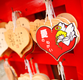 恋のキューピッドが描かれた 絵馬700円