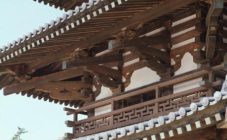 卍崩しの高欄など細やかな造形(写真/飛鳥園)
