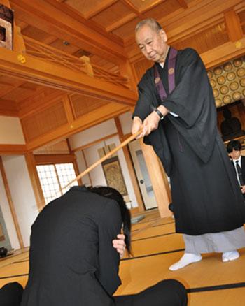 達磨寺で「座禅体験」
