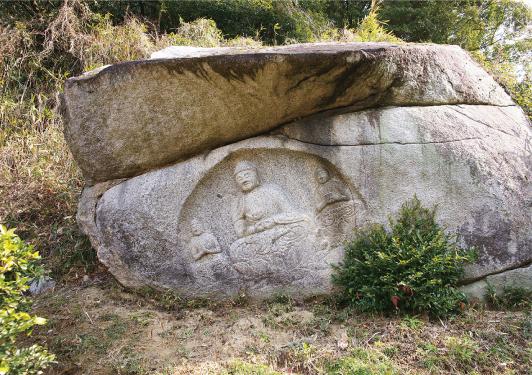 岩船阿弥陀三尊像(通称「わらい仏」)