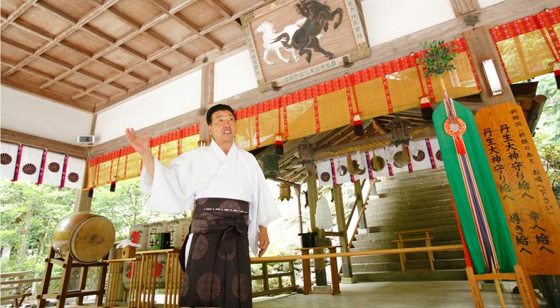 ―歴史の深さを感じさせられるお話です。そのような丹生川上神社が「大古事記展」にご出陳されるご神宝とは、どのようなものなのでしょうか?