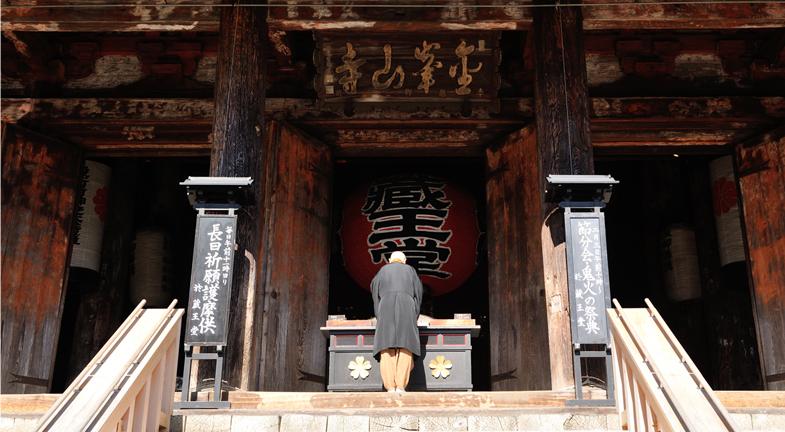 ―ご本尊を刻んだ吉野の桜は、ご神木として大切にされてきました。