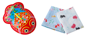 ブリキの金魚450円 ガーゼハンカチ500円(左)、蚊帳金魚はんかち500円