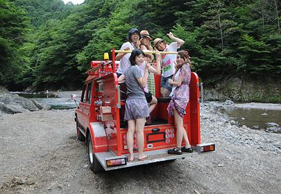 女子でも気軽に楽しめる川下りツアーは夏の遊びにぴったり。
