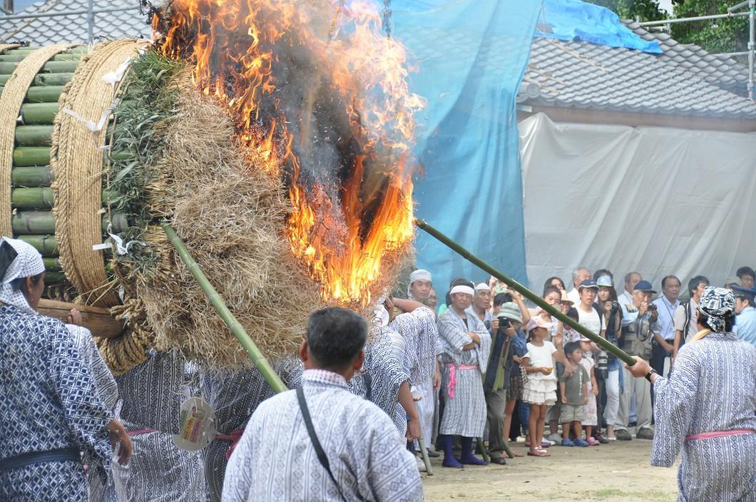 ほうらんや火祭