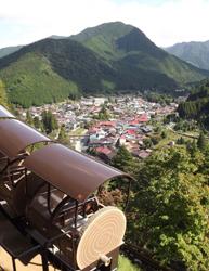 標高878mの高所にあり、モノレール(有料)での移動がおすすめ(写真/洞川財産区)